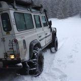 koncime, snehu je asi 50 cm, auto visi na bruchu