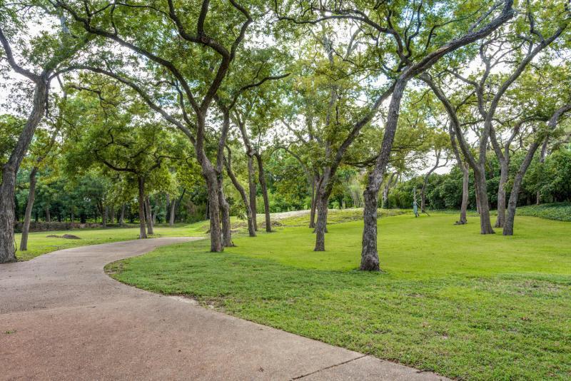 9122 Inwood Rd Dallas TX 75209-large-003-8-InwoodDallasTexasTrueHomesPhot-1499x1000-72dpi