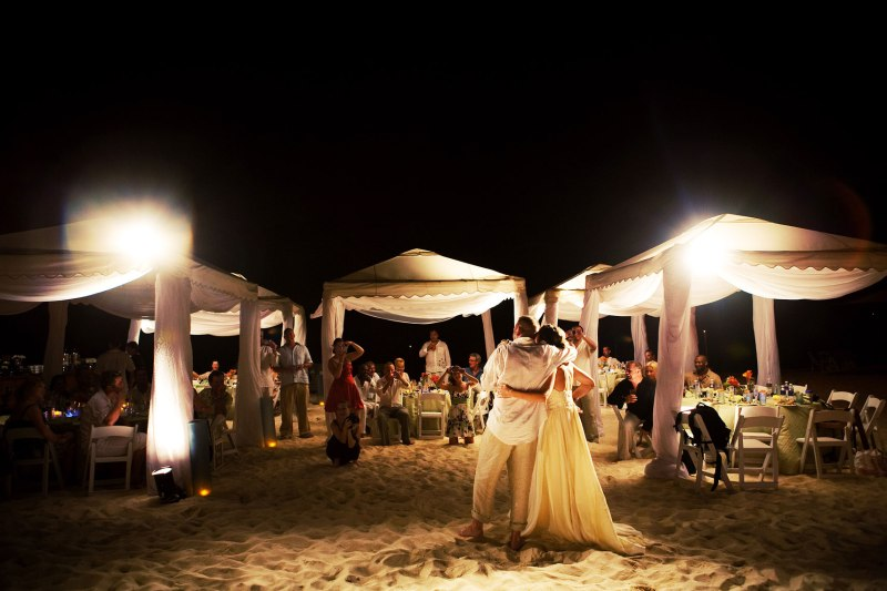 desitantion_wedding_grand_cayman_islands_ritz_carlotn_by_nicole_caldwell10