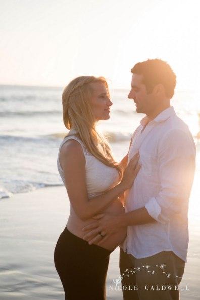laguna-beach-maternity-pictures-nicole-cadlwell-studio-08