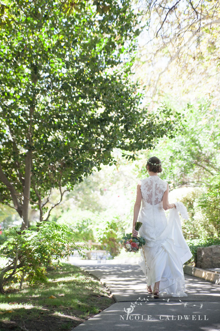 temecula wedding phoographer creek inn back of bride