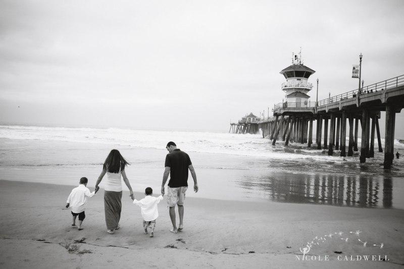 Huntinton_beach_pier_locations_for_family_photographs_nicole_caldwell_studio01