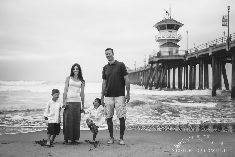 Huntinton_beach_pier_locations_for_family_photographs_nicole_caldwell_studio02