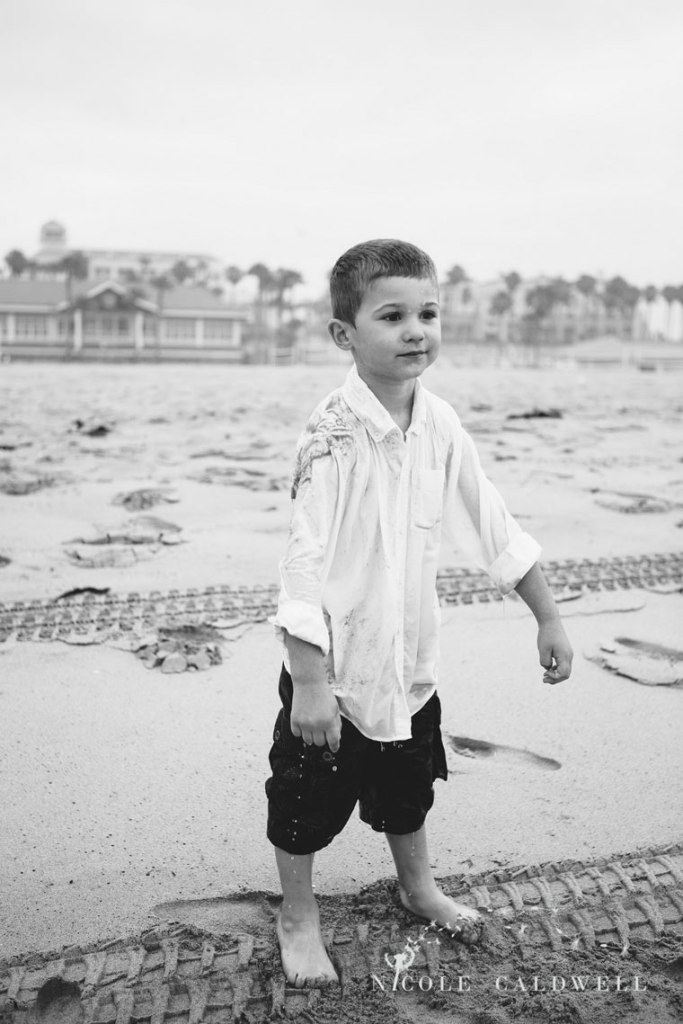Huntinton_beach_pier_locations_for_family_photographs_nicole_caldwell_studio19
