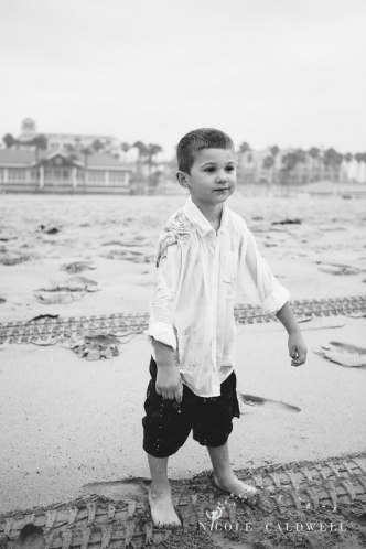 Huntinton_beach_pier_locations_for_family_photographs_nicole_caldwell_studio19