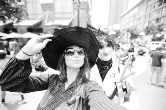 comic-con-marla-singer-selfies-fight-club-02