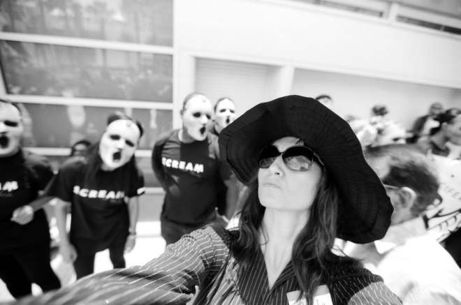 comic-con-marla-singer-selfies-fight-club-04