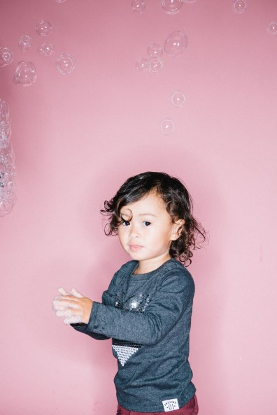 kids in bubbles photography studio nicole caldwell 05