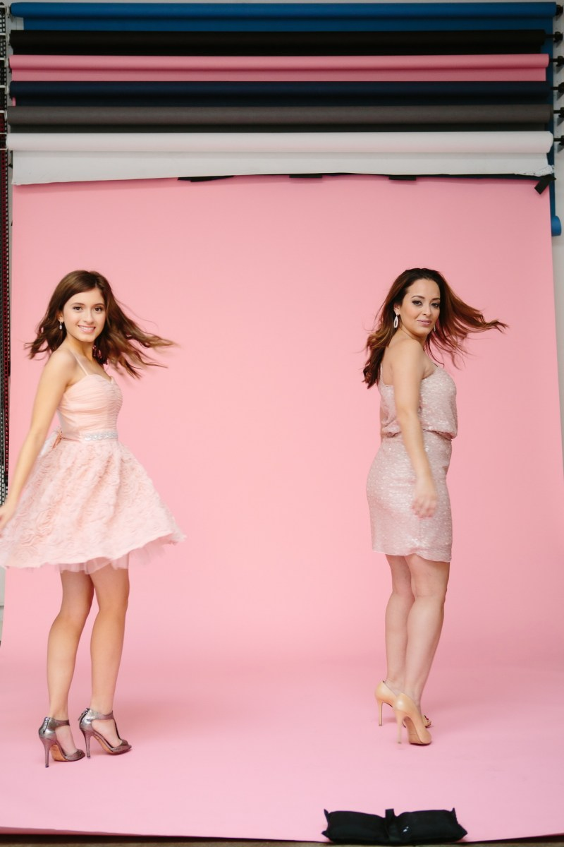 mother daughter portraits photography studio pink backdrop 08