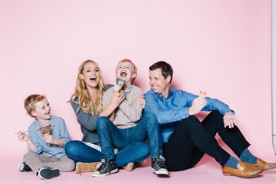 fun different family photos ice cream studio photographs nicole caldwell 10