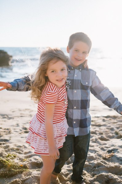 family_photography_laguna_beach_crystal_cove_nicole_caldwell03