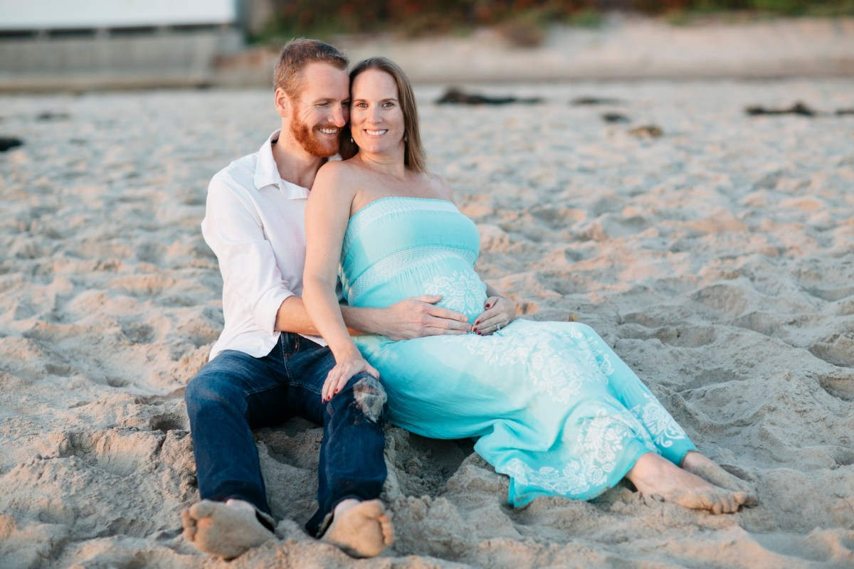 laguna beach maternity photographer nicole caldwell crystal cove pregnant
