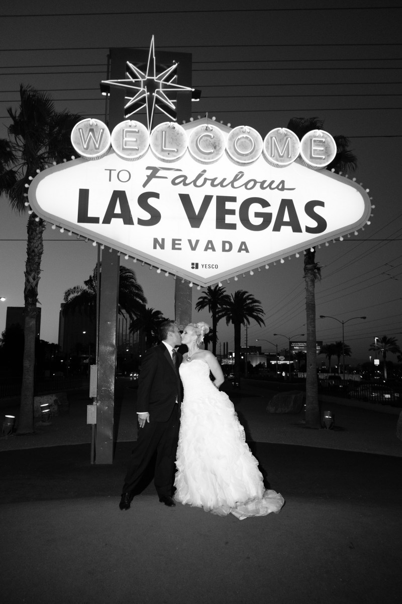 Las_vegas_wedding_trash_the_dress_10_year_anniversary_nicole_caldwell_photographer49