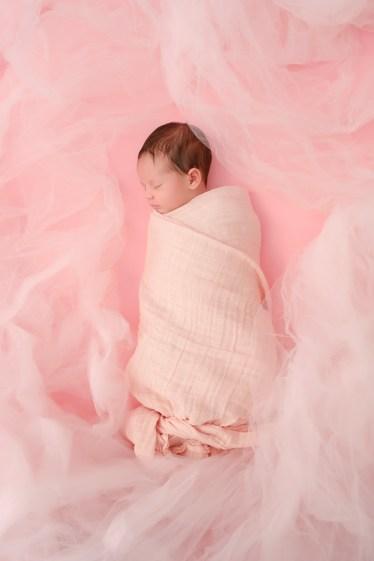 newborn studio photographer nicole caldwell 06