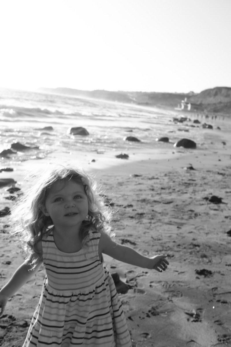 laguna beach family photographer nicole caldwell 06 cyrysal cove candid journalistic