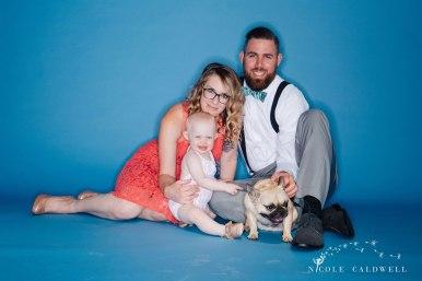 bright-colored-backdrop-studio-family-photo-ideas-nicole-caldwell-06