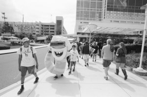 comic-con-san-diego-black-and-white-film-photographs-Nicole-Caldwell-46