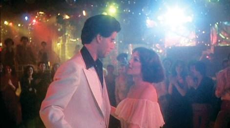 Tony Manero y Stephanie poniéndose ojitos.