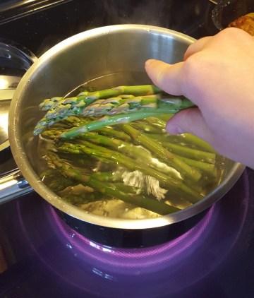 Blanch asparagus