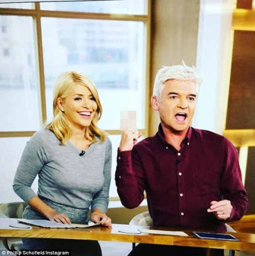 Phillip Schofield Gives Fans An Insight Into What His Relationship With Holly Willoughby Is Really Like!
