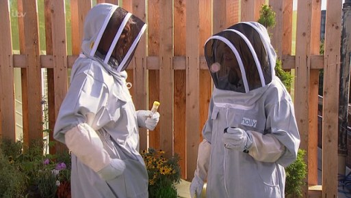 phillip-schofield-tells-holly-willoughby-to-inject-him-in-the-bum-as-they-film-segment-on-this-morning-involving-bees-what-hes-allergic-too-2