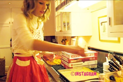 taylor-swift-bakes-you-cookies_article_story_large