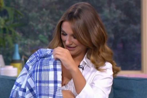 Sam Faiers Breastfeeds Her Son Paul Live On This Morning