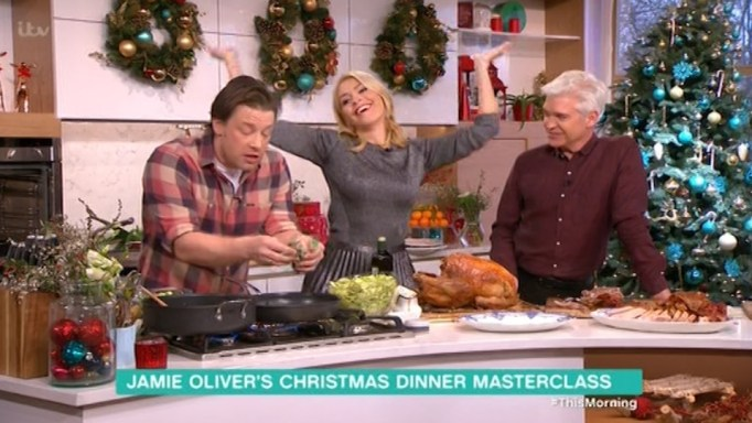 Jamie Oliver And Phillip Schofield Say Innuendos During Cooking Segment As Jamie Teaches Phil To 'Use His Chopper!'