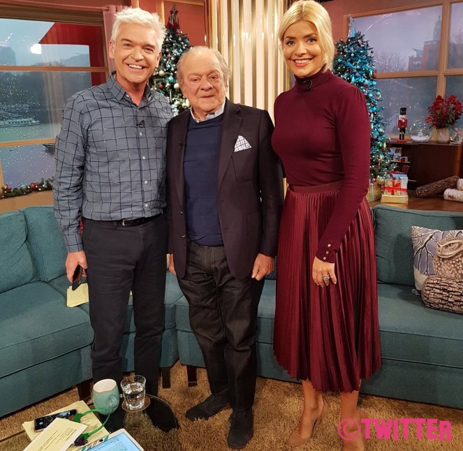 Phillip Schofield Recreates Only Fools And Horses Bar Fall Live On This Morning