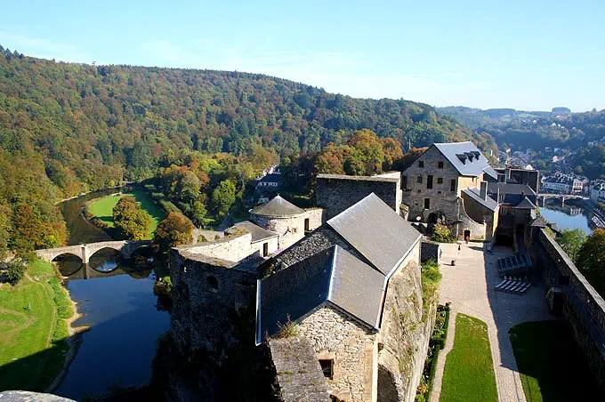 Die mittelalterliche Burg Chateau de Bouillon im Belgien Urlaub