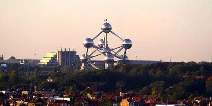 Das Atomium in Brüssel bei Abenddämmerung