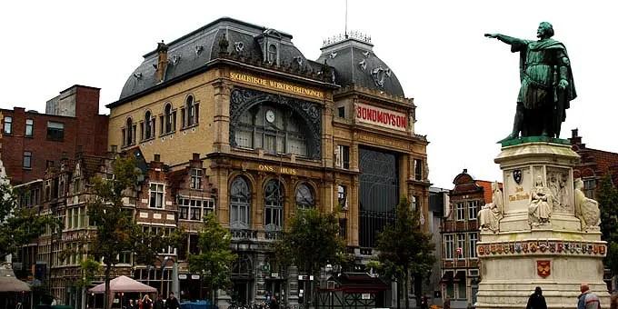 De Bond Moyson en Ons Huis - Gebäude entstanden um 1900 - Flandern Rundfahrt