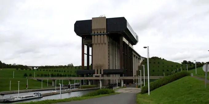 Monumentales Schiffshebewerk Strépy-Thieu im Belgien Urlaub