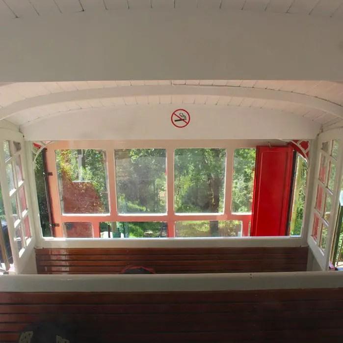 sehenswuerdigkeiten-san-sebastian-baskenland-reisetipps-spanien-zahnradbahn-funicular-innen
