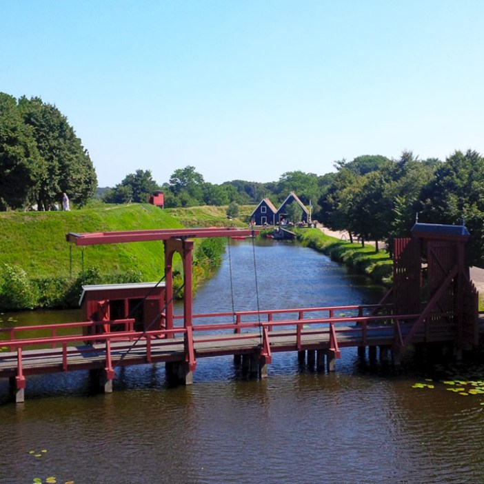 sehenswuerdigkeiten-groningen-reisetipps-niederlande-holland-bourtange-Secreten-Toiletten