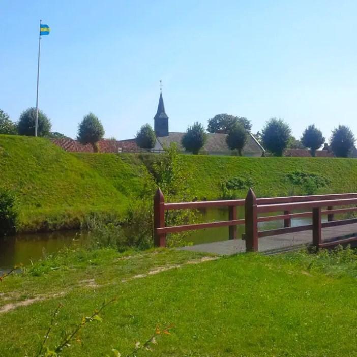 sehenswuerdigkeiten-groningen-reisetipps-niederlande-holland-bourtange-bruecke