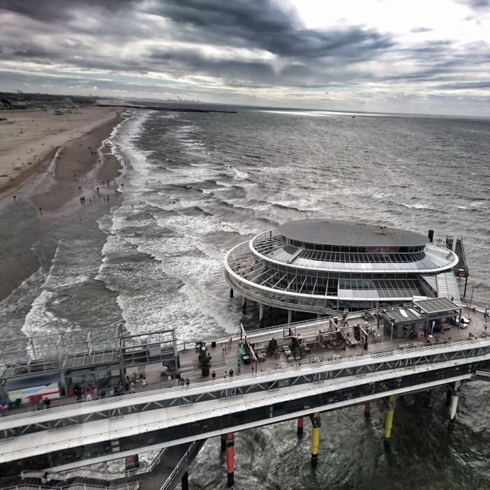 sehenswuerdigkeiten-den-haag-suedholland-reisetipps-niederlande-seebad-scheveningen-pier-riesenrad-blick
