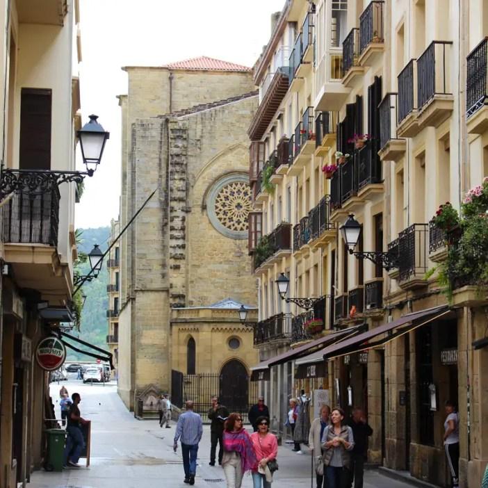 sehenswuerdigkeiten-san-sebastian-baskenland-reisetipps-spanien-altstadt-gassen