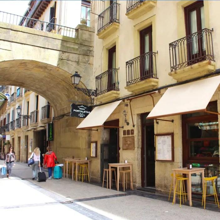 sehenswuerdigkeiten-san-sebastian-baskenland-reisetipps-spanien-altstadt-hafen-portaletas