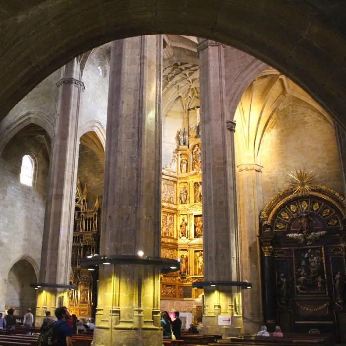 sehenswuerdigkeiten-san-sebastian-baskenland-reisetipps-spanien-altstadt-san-vicente-innen