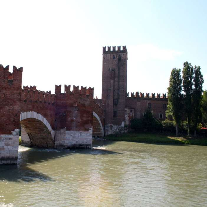 reisetipps-venetien-reisetipps-italien-rundreise-venetien-sehenswuerdigkeiten-verona-skaligerbruecke