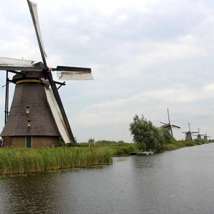 sehenswuerdigkeiten-den-haag-Kinderdijk-suedholland-reisetipps-niederlande-muehlen-ensemble
