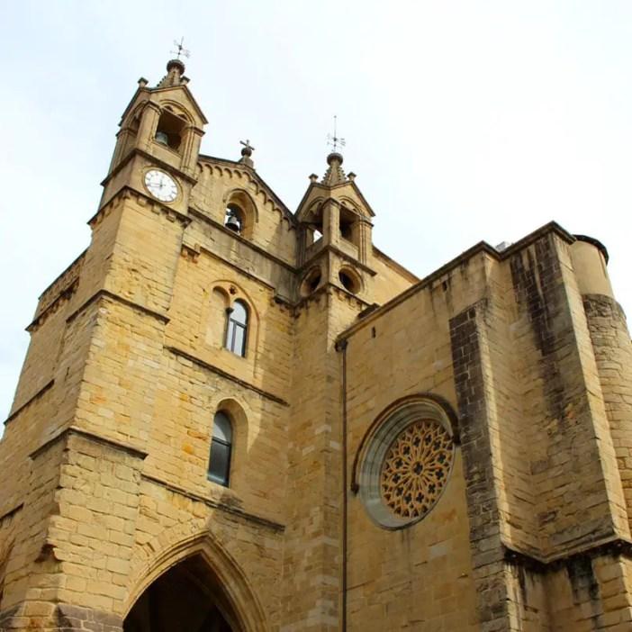 sehenswuerdigkeiten-san-sebastian-reisetipps-baskenland-reisetipps-spanien-iglesia-San-Vicente-aussen