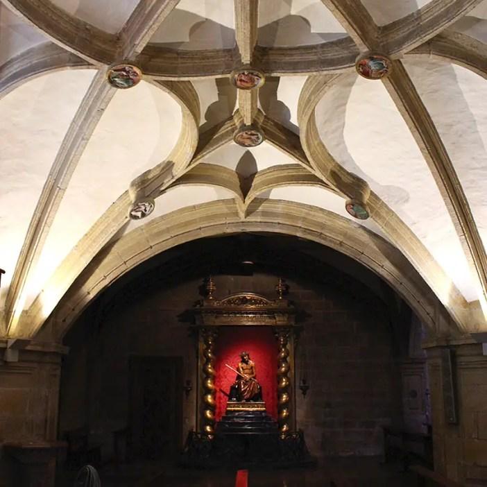 sehenswuerdigkeiten-san-sebastian-reisetipps-baskenland-reisetipps-spanien-iglesia-San-Vicente-innen-jesus