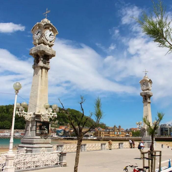 sehenswuerdigkeiten-san-sebastian-reisetipps-baskenland-reisetipps-spanien-promenade-uhren