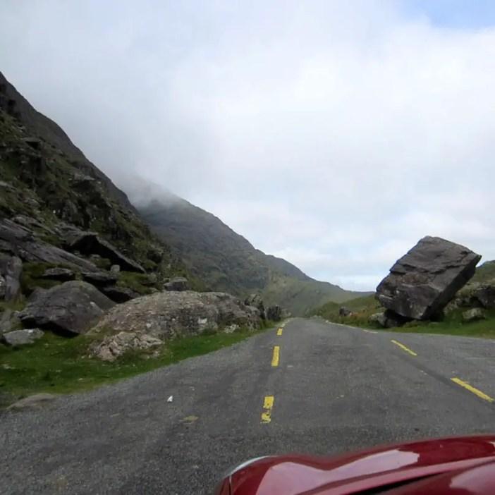 Rundreise-irland-reisetipps-irland-Ballaghbeama-Pass-stein
