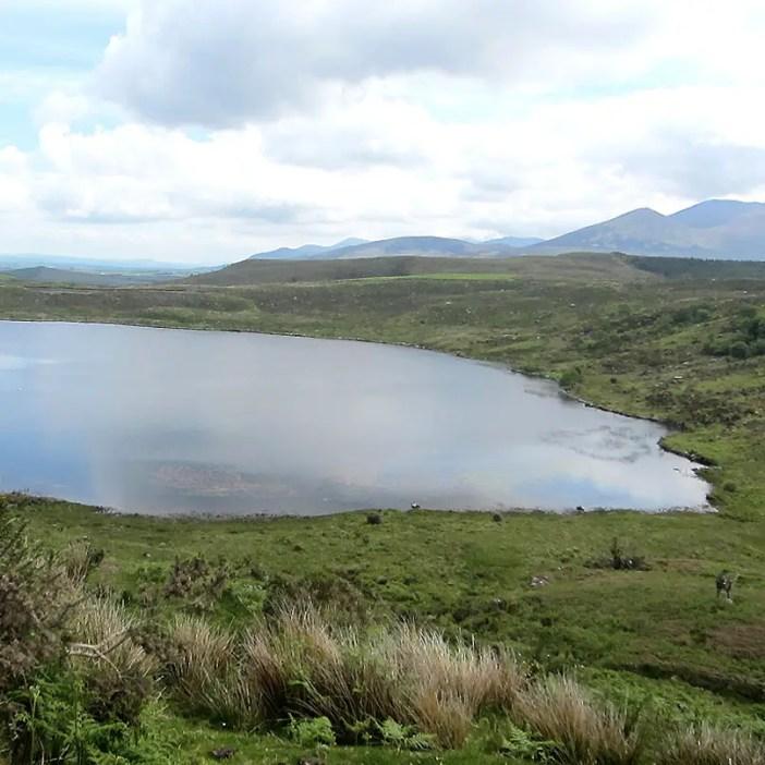 Rundreise-irland-reisetipps-irland-Ballaghbeama-pass-see-gebirge