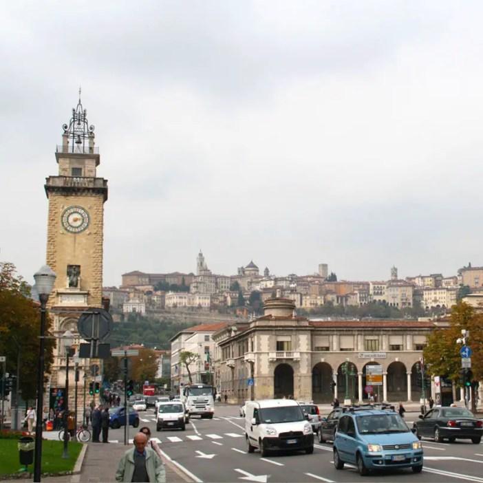 reisetipps-lombardei-reisetipps-italien-rundreise-lombardei-sehenswuerdigkeiten-bergamo-Blick-auf-citta-alta2