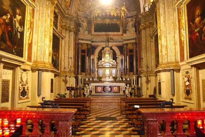 reisetipps-lombardei-reisetipps-italien-rundreise-lombardei-sehenswuerdigkeiten-cremona-Duomo-di-Cremona-seitenaltar