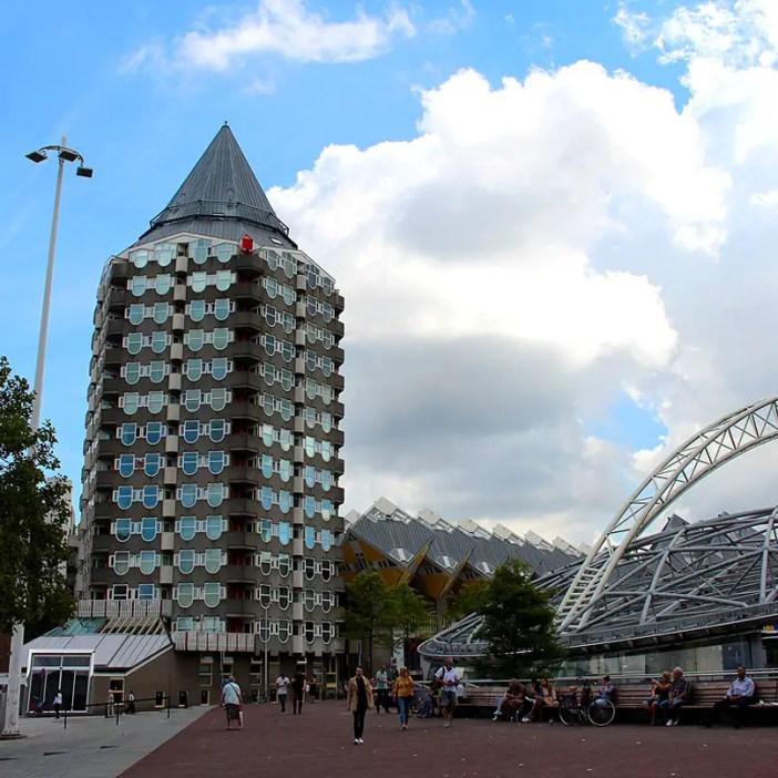 Sehenswuerdigkeiten-rotterdam-suedholland-reisetipps-holland-kubushaeuser-blaaktower